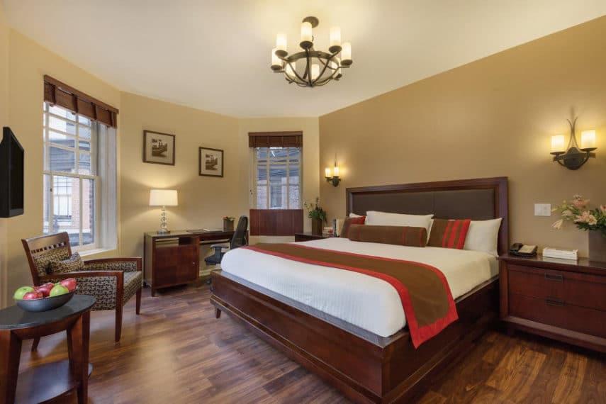 1 Hotel Belleclaire